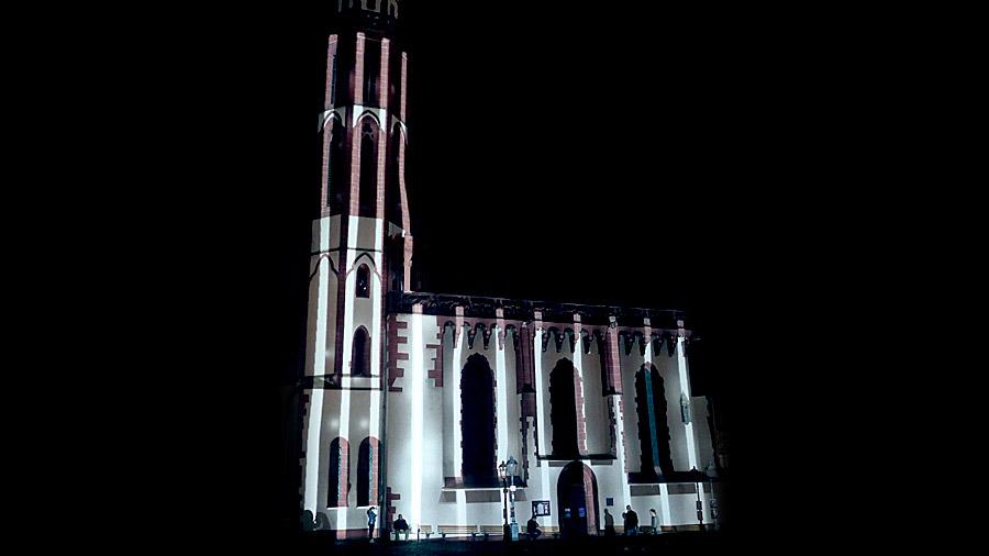 studio-eigengrau-luminale-videomapping-frankfurt-roemer-lichtkunst-small-04