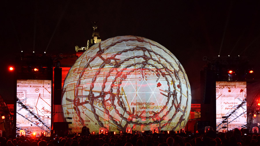 studio-eigengrau-mauerfall-show-dome-projection-small_09