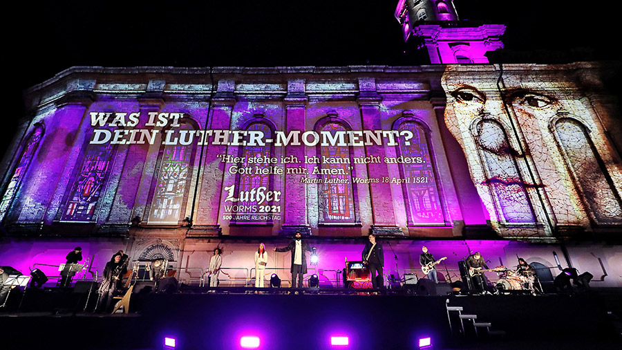 studio-eigengrau-luther-moment-videomapping-theater-show-small-04