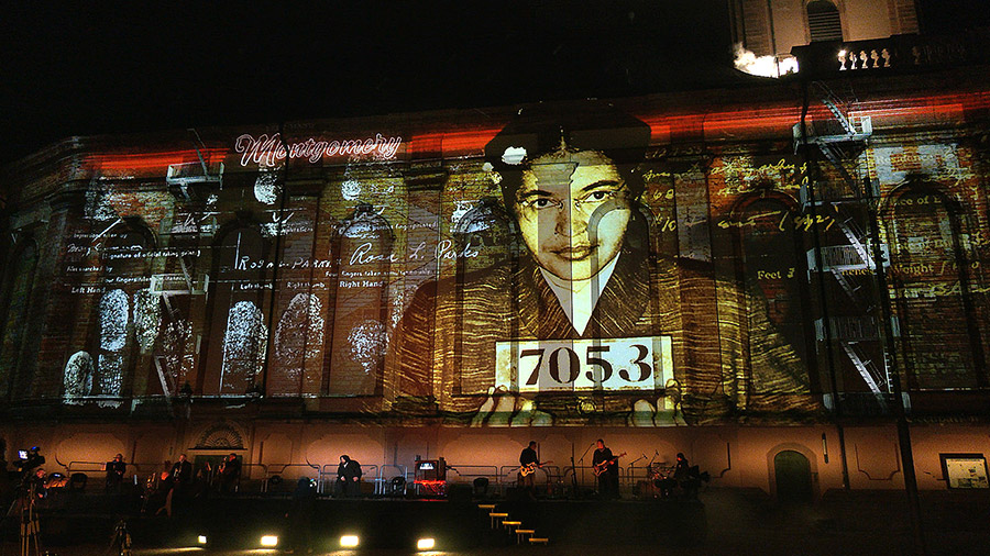 studio-eigengrau-luther-moment-videomapping-theater-show-small-12